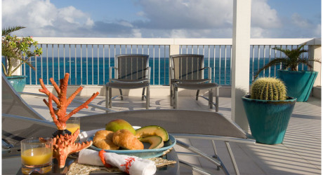 beach front condo/grace bay/turks & caicos islands